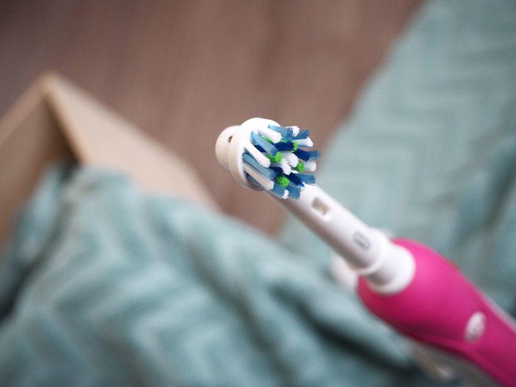 Jde dorhomady elektrický zubní kartáček Oral-B a rovnátka? Připravila jsem pro Vás recenzi.