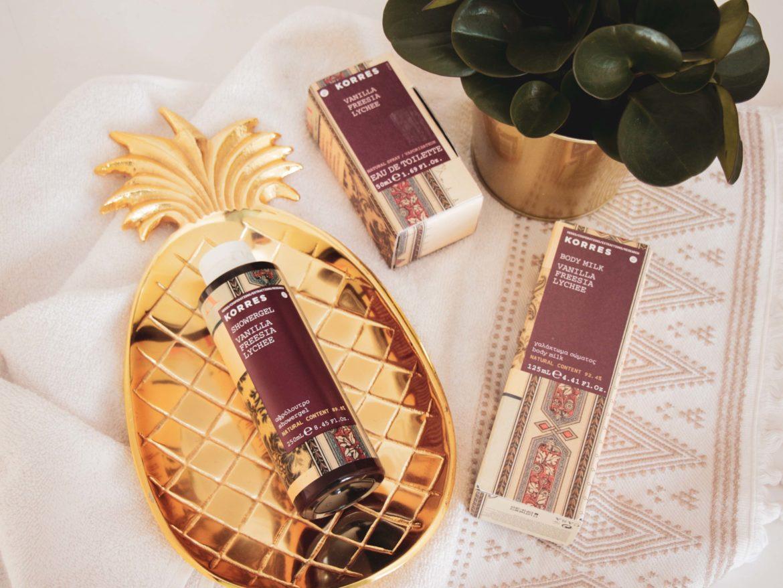 Recenze kosmetiky Korres - sprchového gelu, tělového mléka a toaletní vody s vanilkou a lichi.