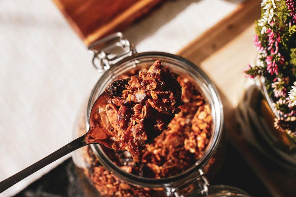 Lahodná bezlepková granola bez cukru a přenice. Recept.