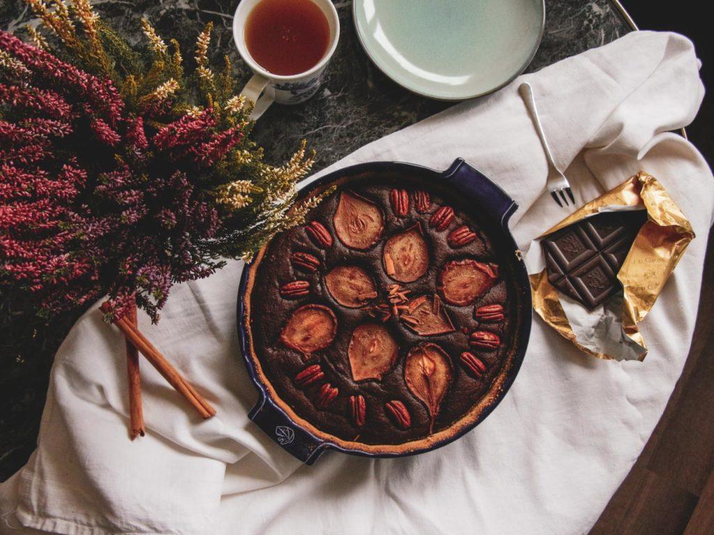 Recept na podzimní čokoládový koláč s hruškami.