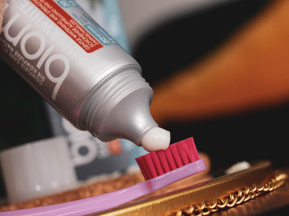 Recenze zubní pasty Biomed Superwhite s kokosem a skořicí.
