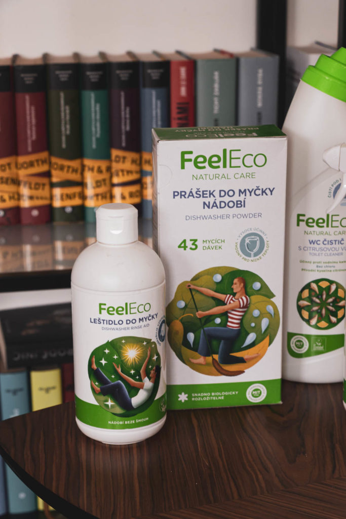 Stará blogerka: Proč uklízím...Jinak a s FeelEco.